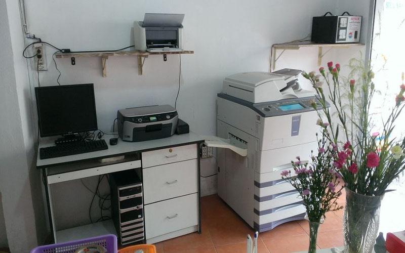 Máy in, máy tính, máy photocopy là những thiết bị cần thiết khi kinh doanh tiệm photocopy