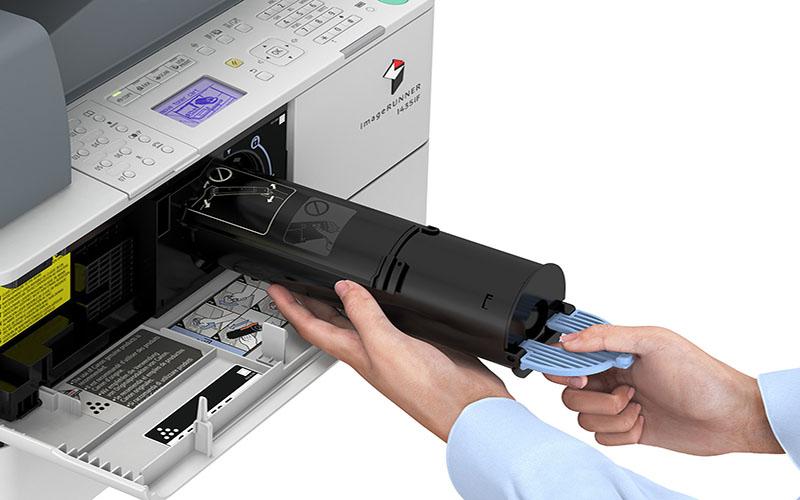 Thực hiện thay mực cho máy photocopy Toshiba